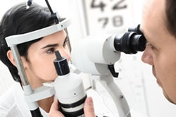 optometrist-eye-exam-250